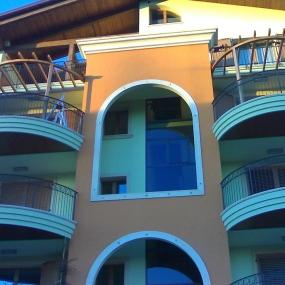 Pergolato curvo su balcone (1)