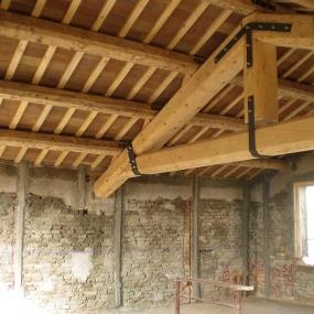 Capriata e tetto Uso Fiume e tavelle